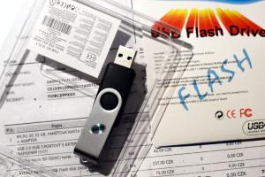 Falesny flashdisk, realne ma 4GB pametovy cip, tvari se jako 64GB